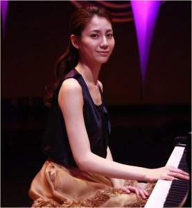 ピアノを弾く松下奈緒