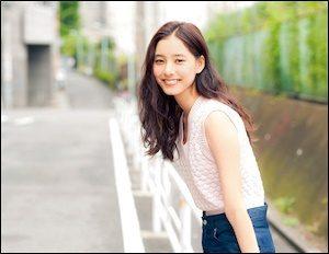 新木優子さんのパンツ姿