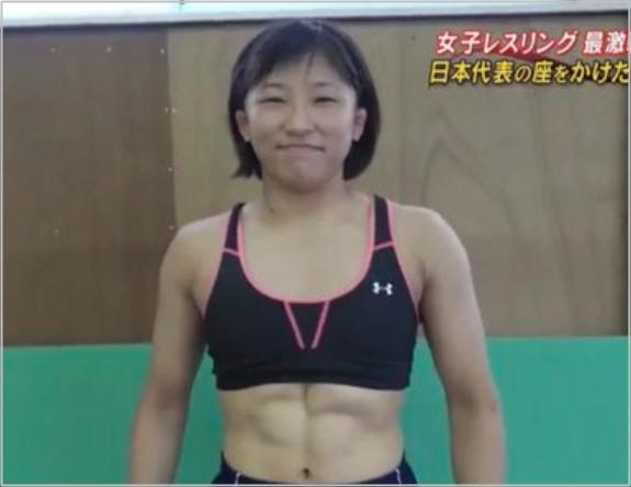 須崎優衣 父親 レスリング選手 腹筋画像